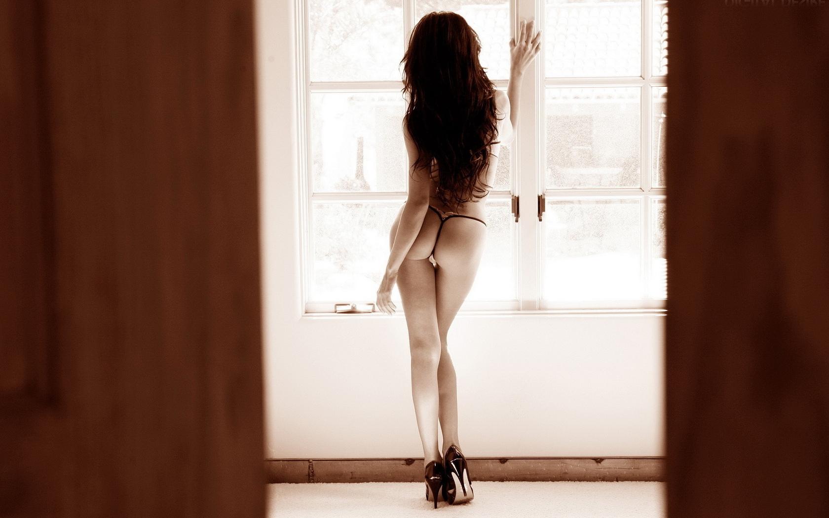 Фотки сексуально брюнетки в стрингах 19 фотография