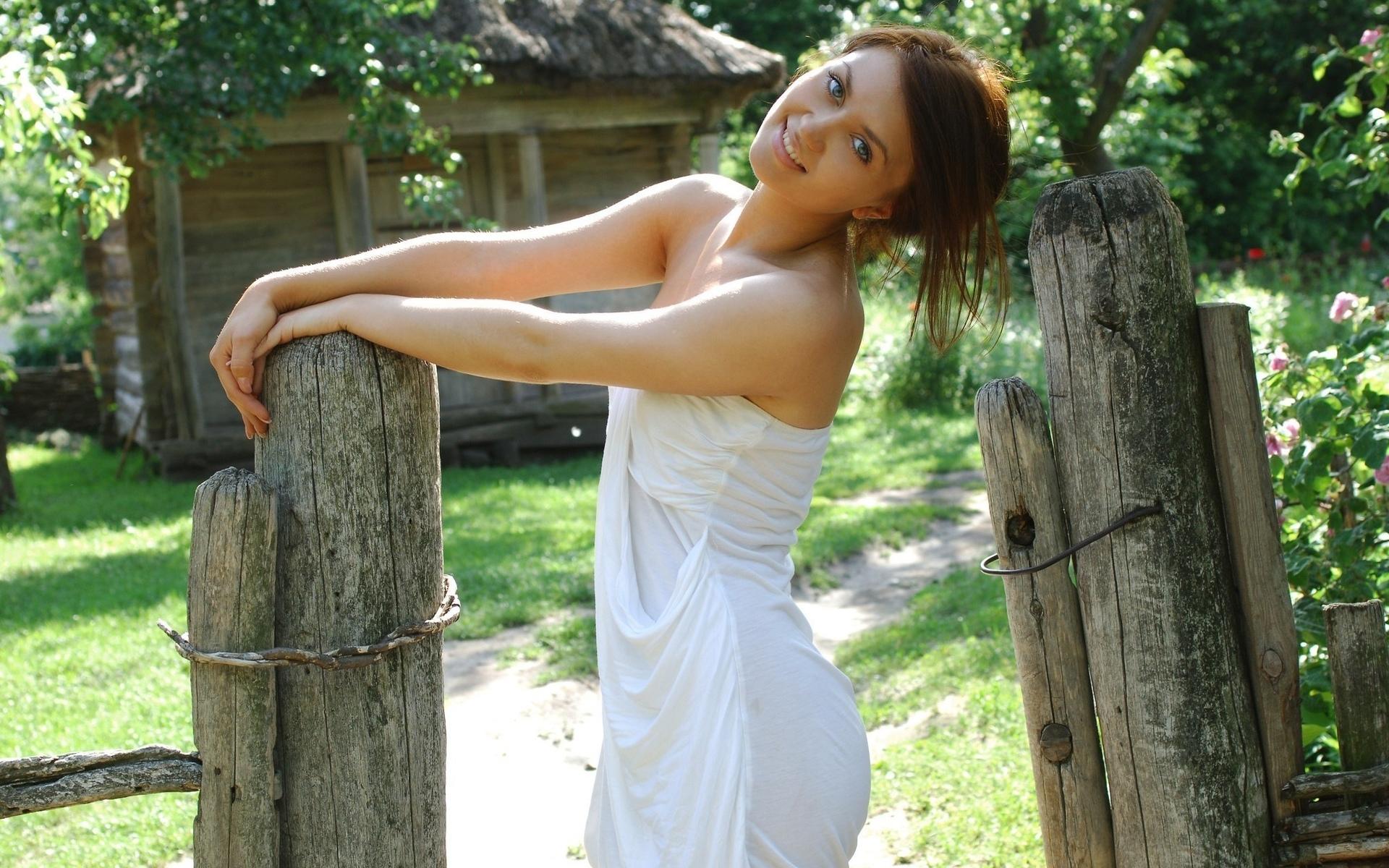 Фото девушек в деревне 10 фотография
