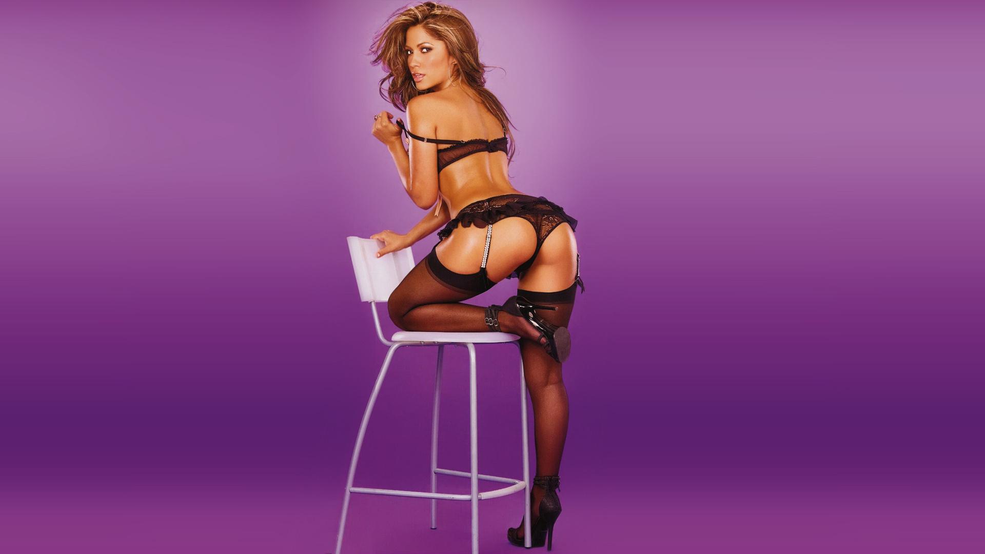 Секси женщина на стуле фото смотреть 16 фотография