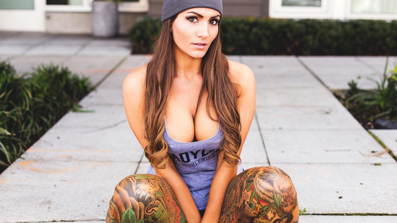 Фото татуированных девушек 19 фотография