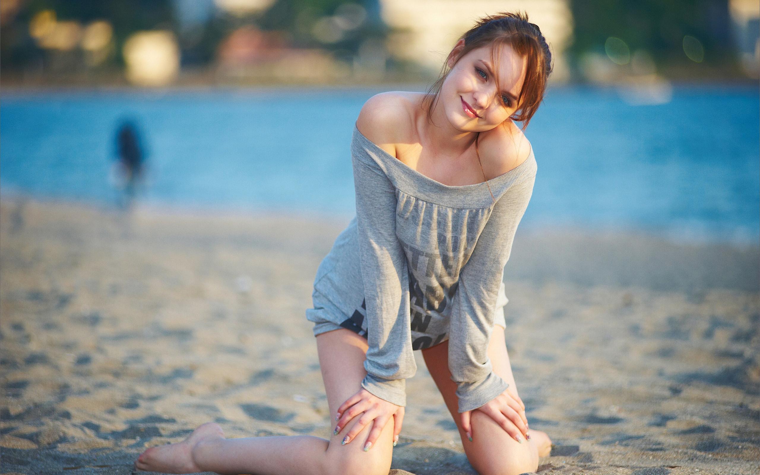 Поставила подругу на колени 6 фотография