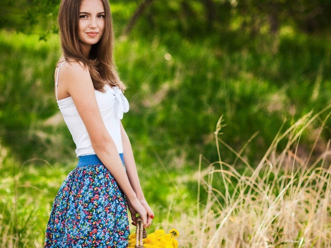 красавица, модель, прекрасное лыцо, прелесть, ножки, бикини красное, милашка, само совершенство, киця, красотуля, милое личика, милая девочка, богиня афродита, красавица, глаза огонь, яблоко, киця