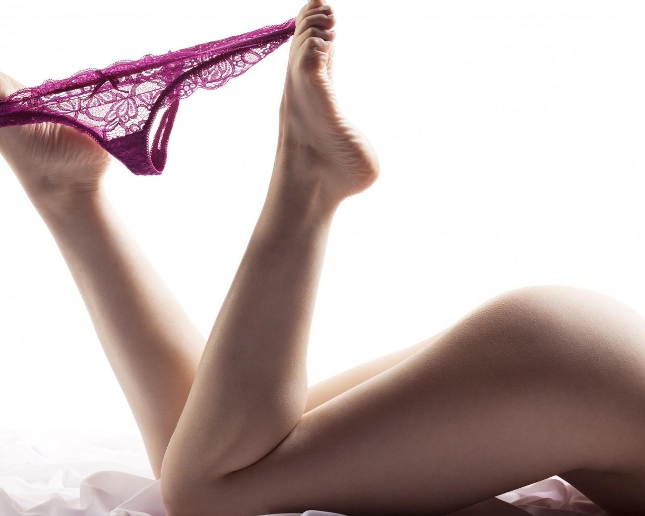 девушка, красавица, прелесть, киця бритая, ножки, голая, попка, красивая милашка, пилотка, поза, секси, попка супер, большие сиси, сняла трусики