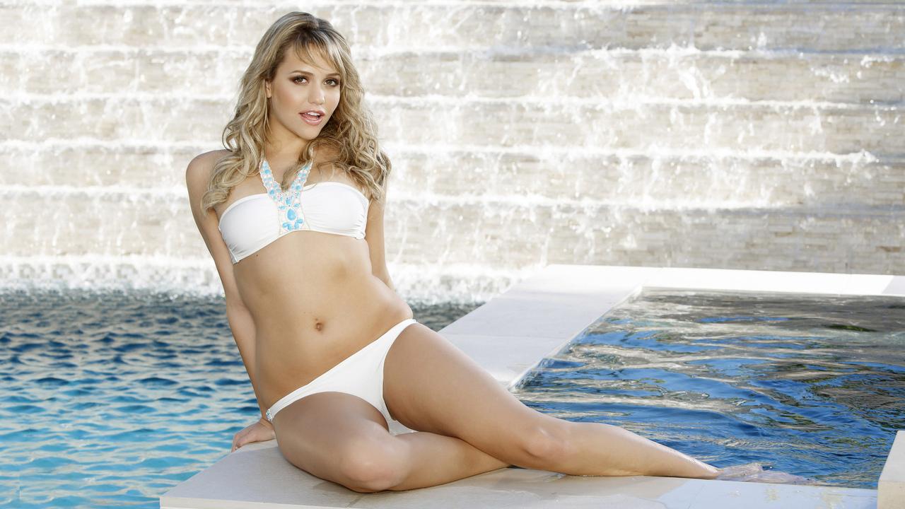 девушка, красивая, блондинка, возле бассейна, купальник, вода, поза, лицо, грудь, ножки