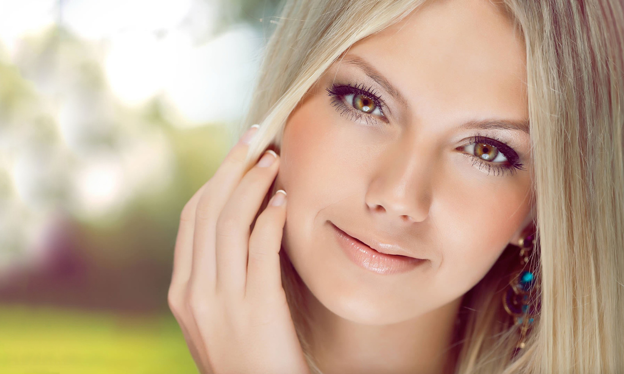 девушка, красивая, лицо, белый фон, рука