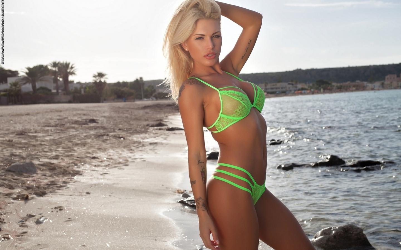 brigitta, грудь, блондинка, купальник, бикини, животик, бюст, тату, пляж