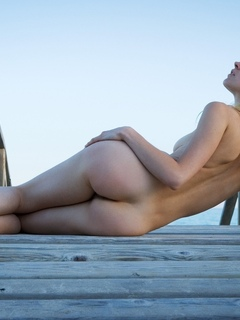 девушка, голая, красивая, ноги, грудь, киска, лежит