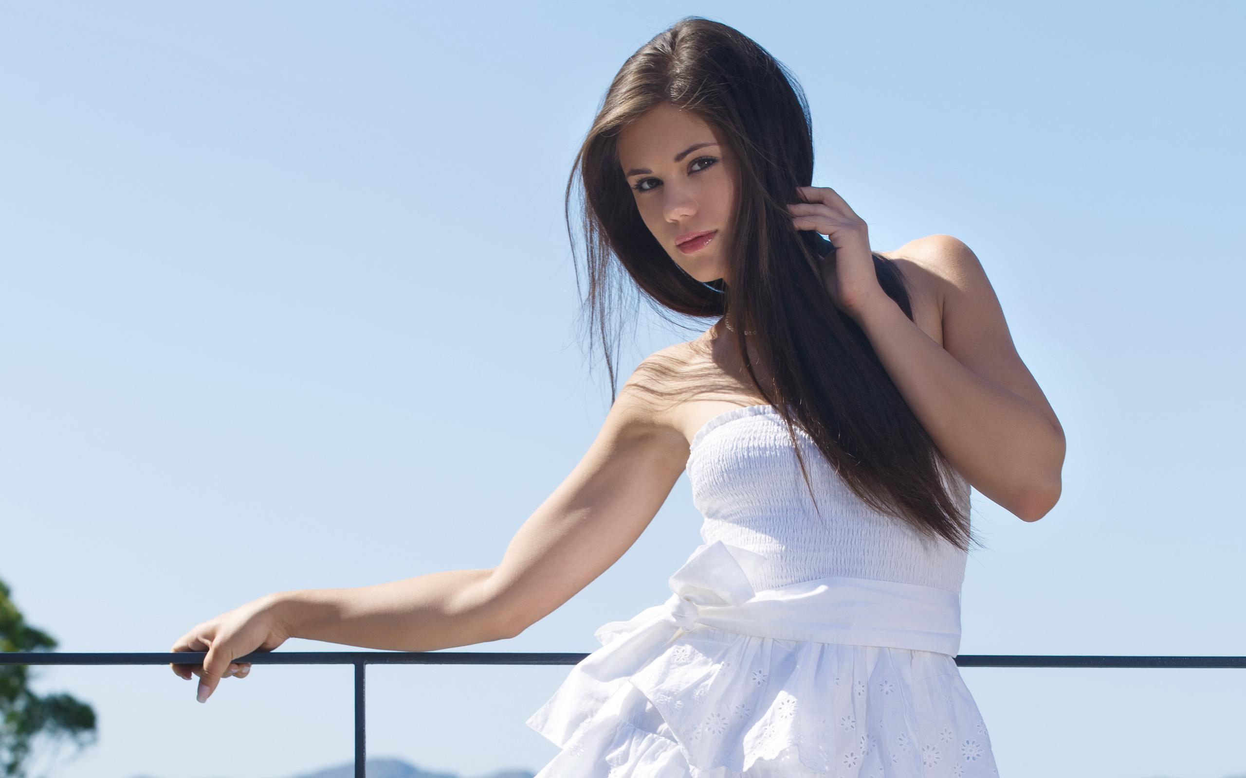 белое платье, красивое лицо, поза, природа, море, небо