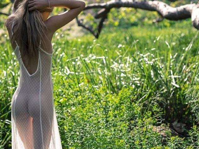 девушка, красавица, прелесть, киця бритая, ножки, голая, попка, красивая милашка, пилотка, поза, секси, попка супер, большие сиси, шатенка, модель, показала попу, прелесть, тело, кыця, изгиб, попка супер, милашка, пилотка бритая, цветы