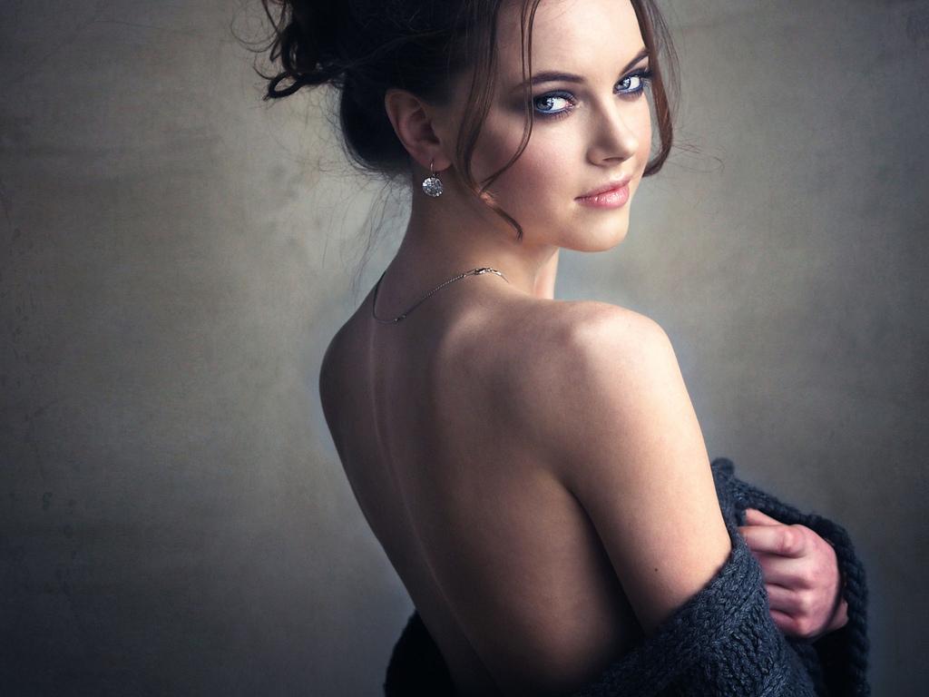 миловидная, прелесть, красивая, плечико, спинка, осанка, взгляд, личико