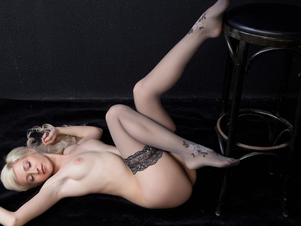 девушка, красивая, грудь, ножки, голая, сиськи, поза, чулки