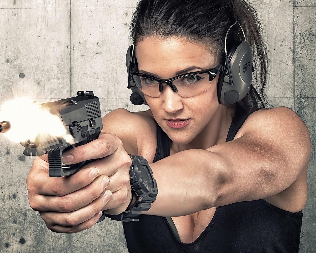 девушка, стрельба, оружие, очки, наушники, тир