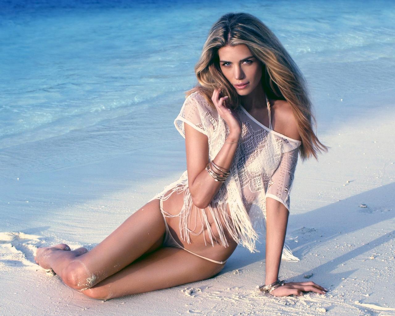 девушка, море, попа, купальник, поза, пляж, красивая
