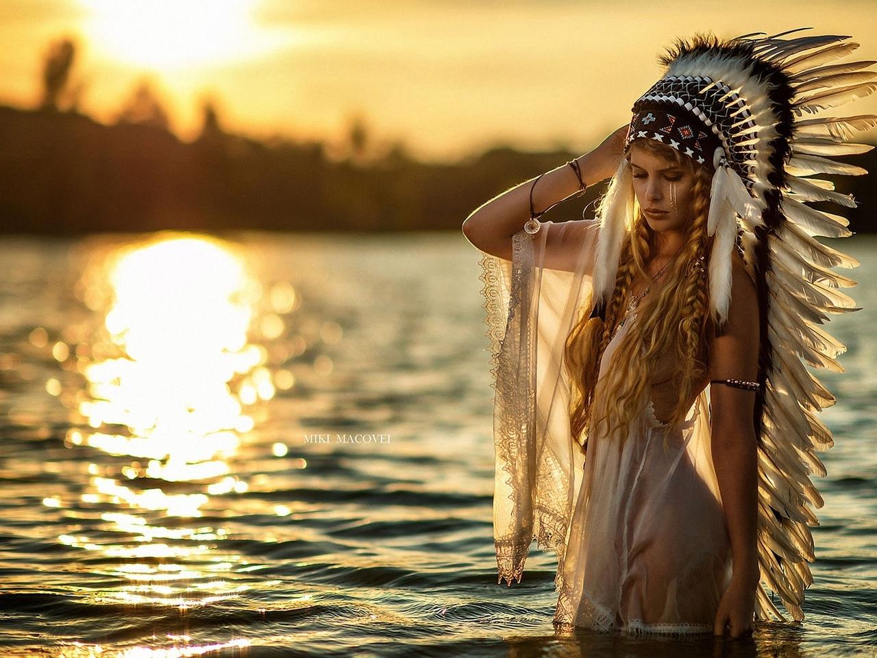 девушка, модель, позирует, в индейском, наряде