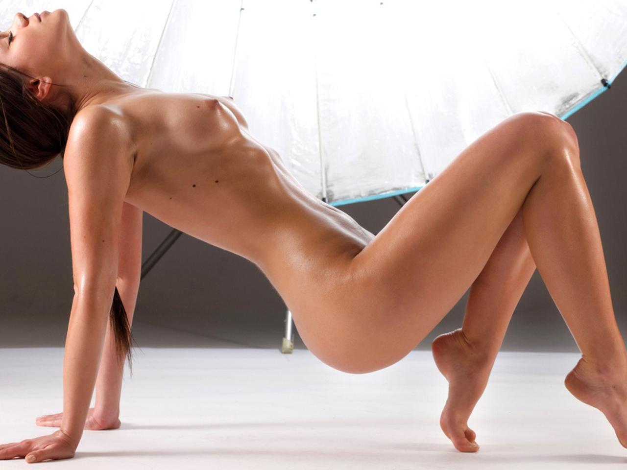поза, обнаженная, красивая, стоит, на руках и ногах, грудь