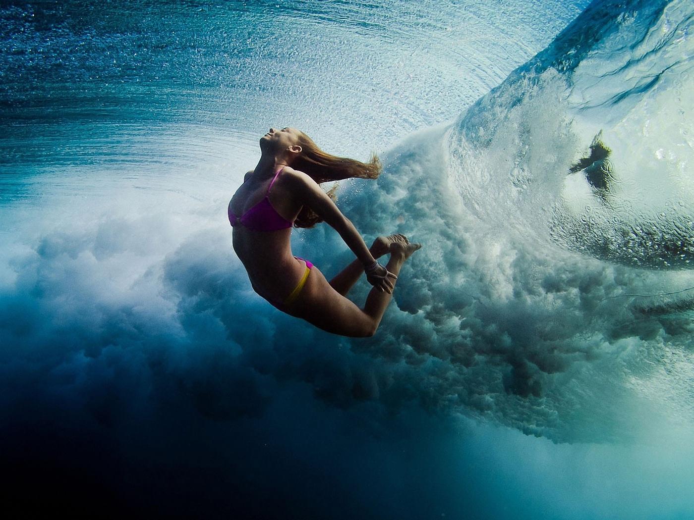 девушка, волна, под водой