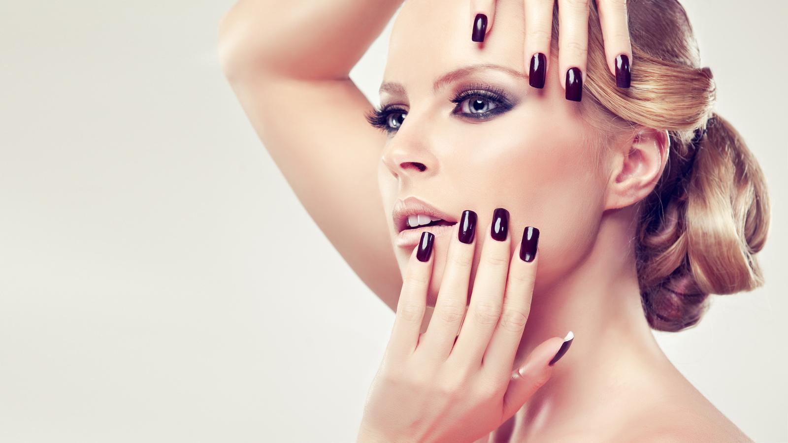 высокое качество, руки, лицо, яркий макияж, маникюр