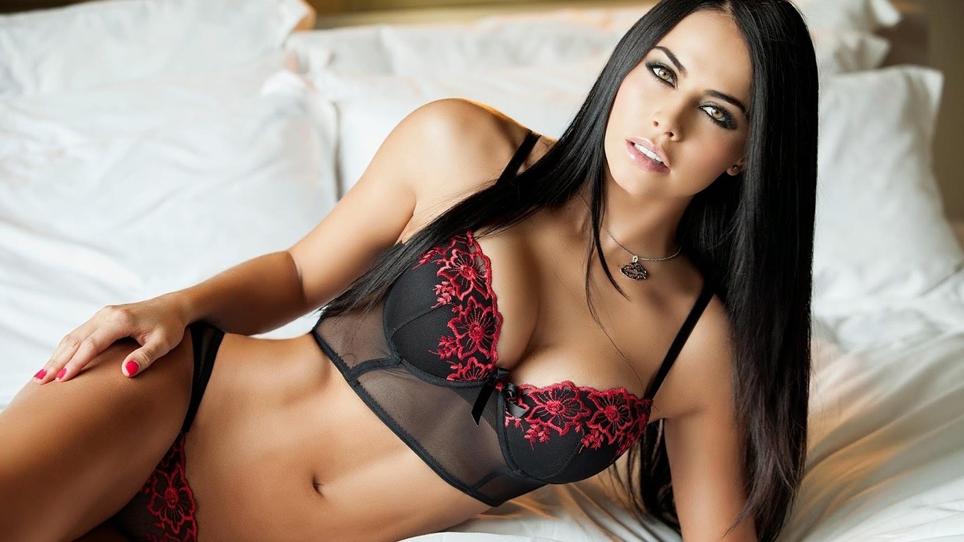 michelle sarmiento, красивая, прелесть, милашка, брюнетка, тело, фиура, бельё, бюстгальтер, кулон