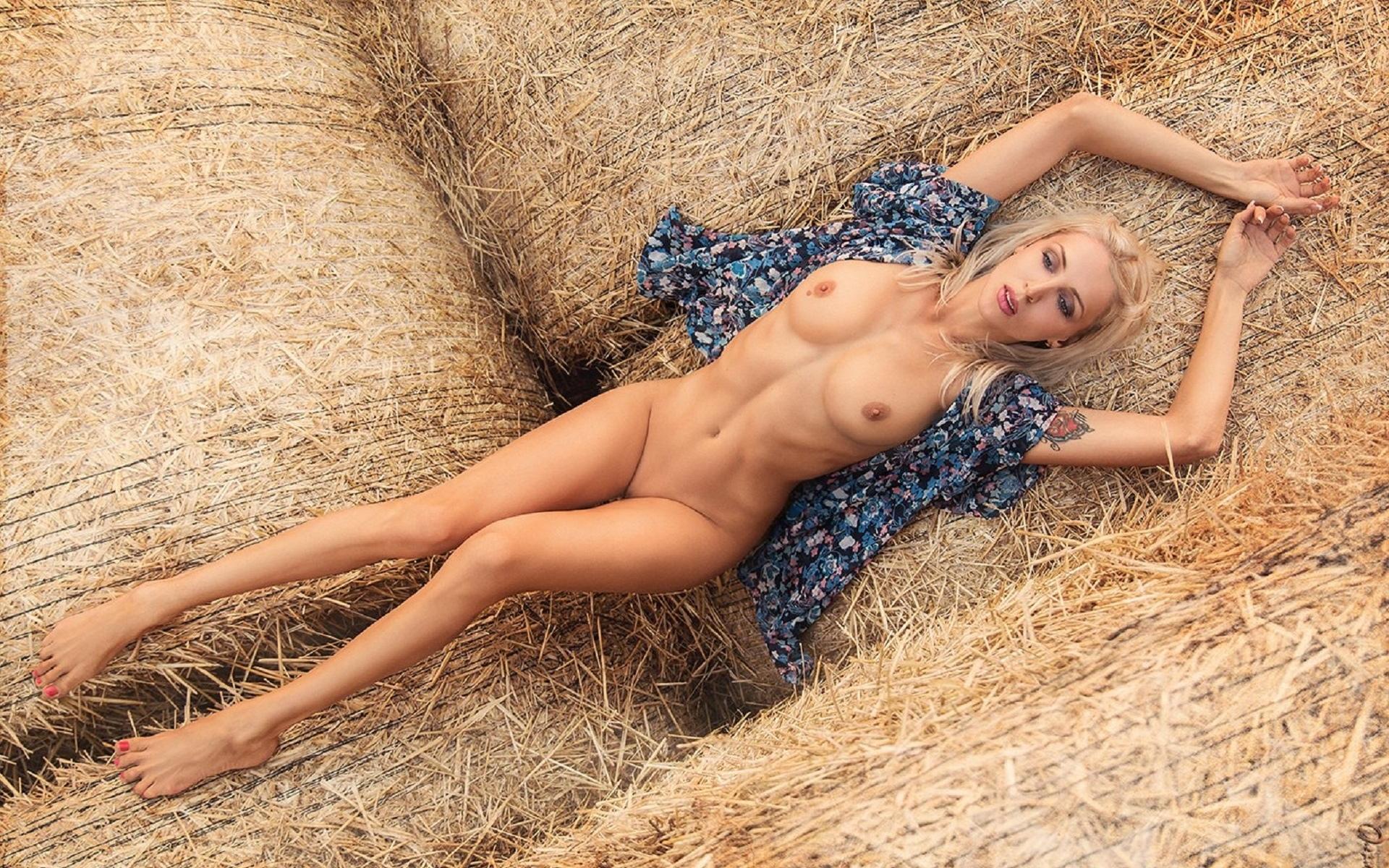 девушка, прелесть, роставила ножки, красавица, прелесть, киця бритая, ножки, голая, попка, красивая милашка, пилотка, поза, секси, попка супер, большие сиси, огромние сиси, голая прелесть, модель, красивая блондинка, фигурка супер