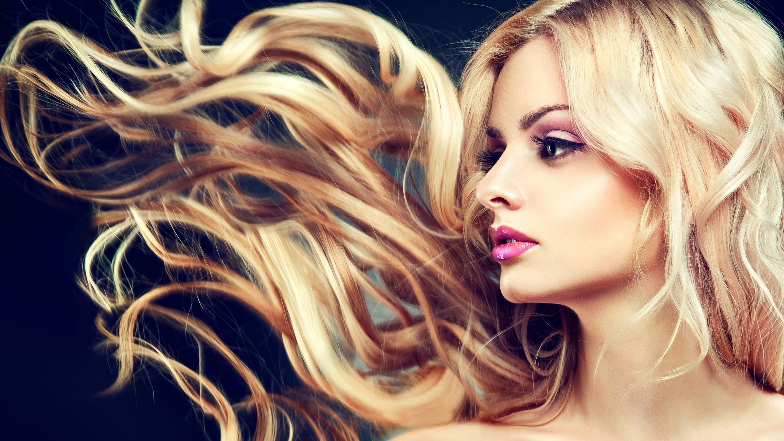 высокое качество, лицо, волосы, яркий макияж, модель, ветер