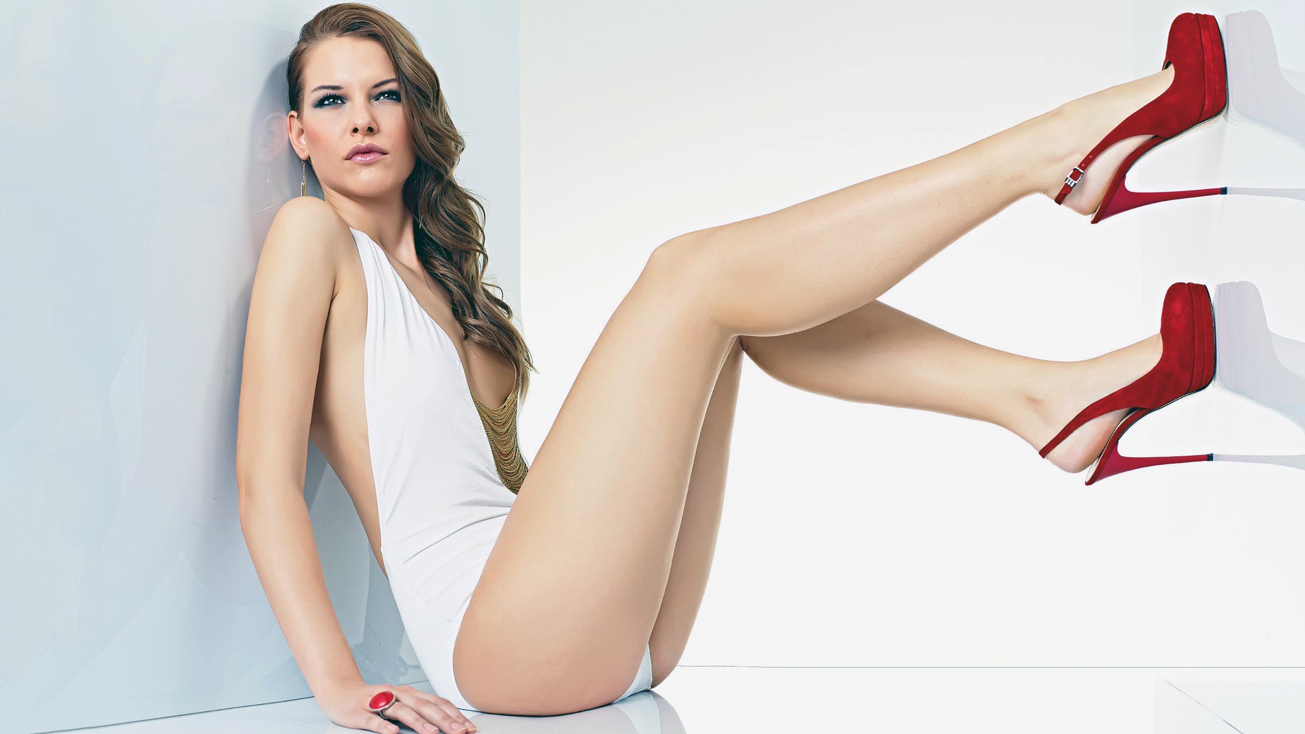 девушка, сидит, ножки, каблуки, красивая