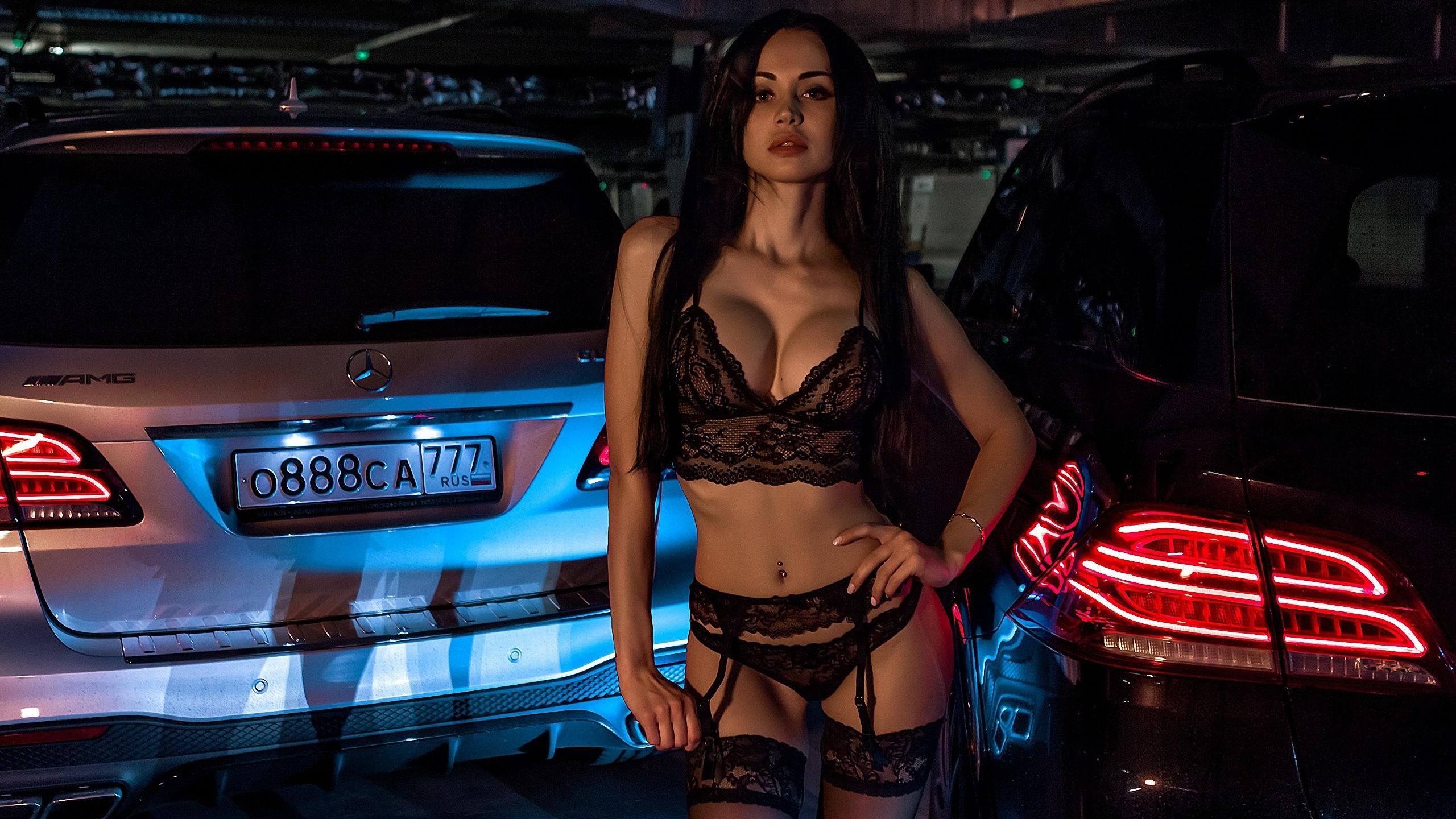 девушка, модель, позирует, в белье, на фоне, авто