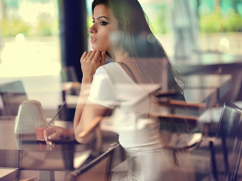 девушка, модель, позирует, в кафе