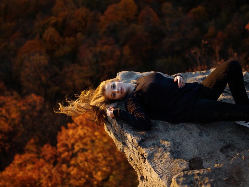 девушка, модель, позирует, на природе