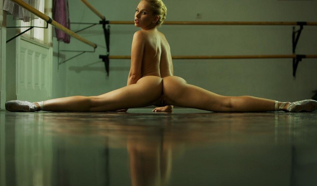 девушка, красивая, ножки, поза, бедра, попка, гимнастка, шпагат