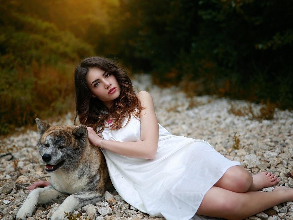 девушка, с собакой, на природе