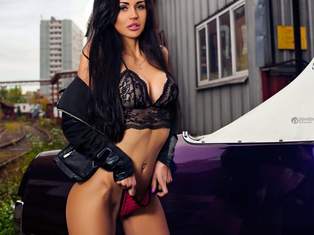 valeriya ogel, женщины, брюнетка, портрет, пирсинг пупка, черные волосы длинные волосы, дамское белье, черные бюстгальтеры, красные трусики, бедра, автомобиль, женщины на открытом воздухе