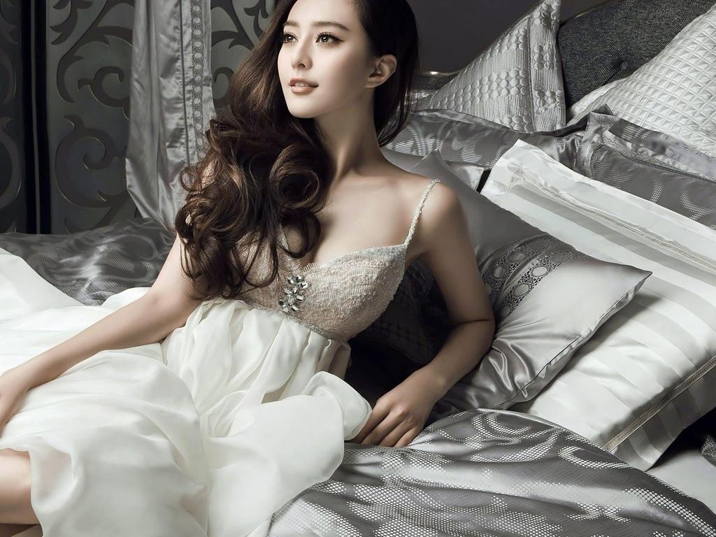 азиатская, кровать, платье, красоты, экзотические, сексуальная красотка, длинные волосы, эротика