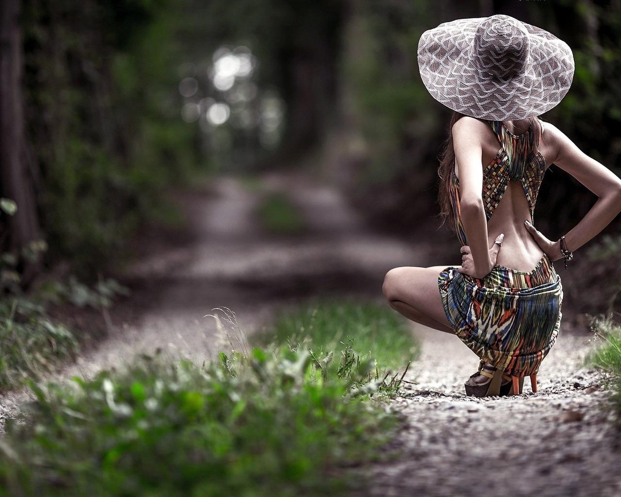 женщины, модель, брюнетка, длинные волосы, женщины на открытом воздухе, природа, деревья, лес, дорожка