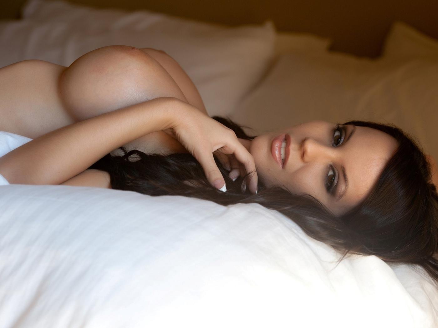 брюнетка, большие сиськи, большая грудь, удивительные, сексуальные, красивые, большие сиськи, красота, черные волосы, красивые, грудастые детка, эротика