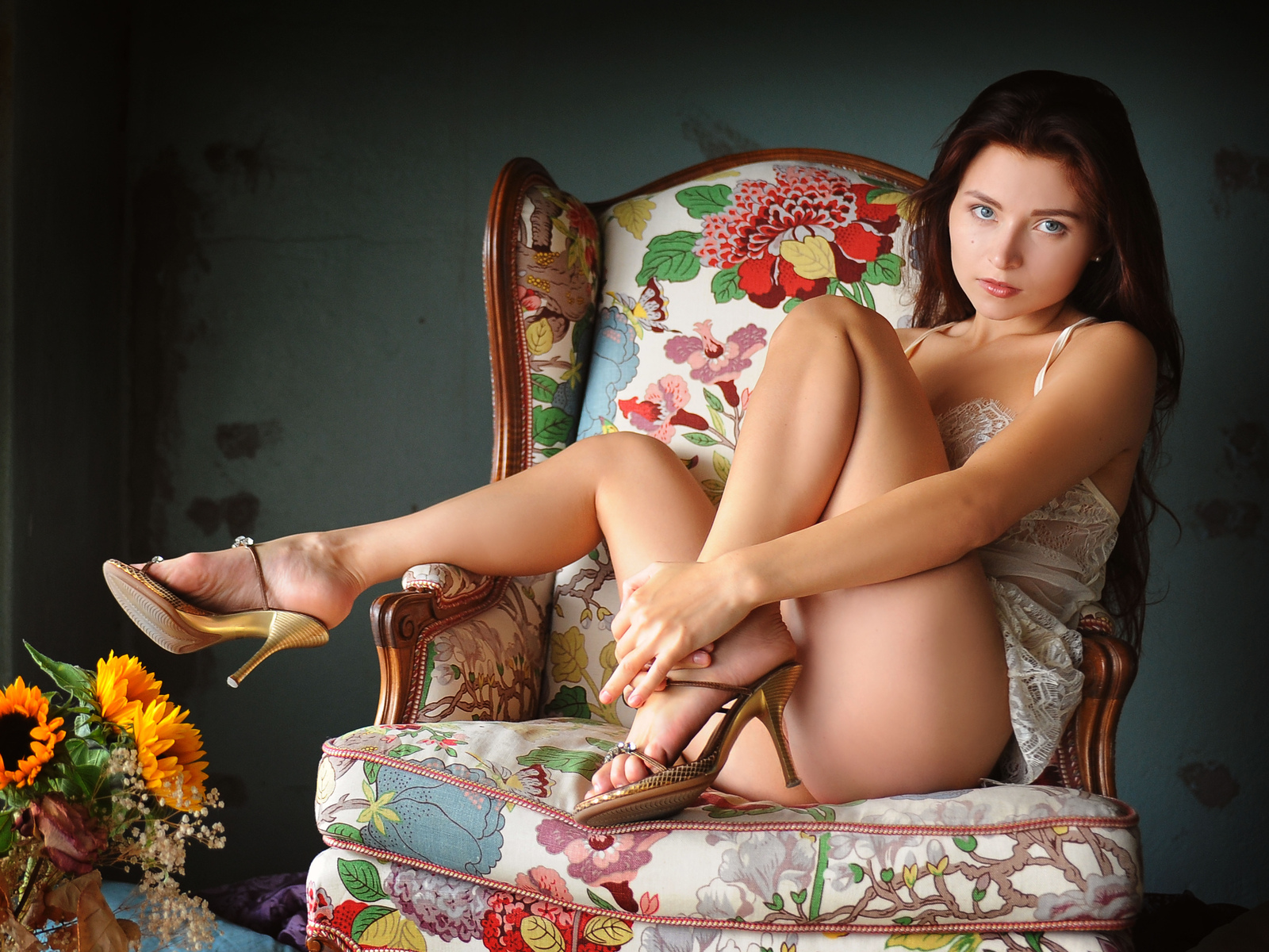 berenice, сексуальная девушка, модель для взрослых, неглиже, сексуальные ноги, брюнетка