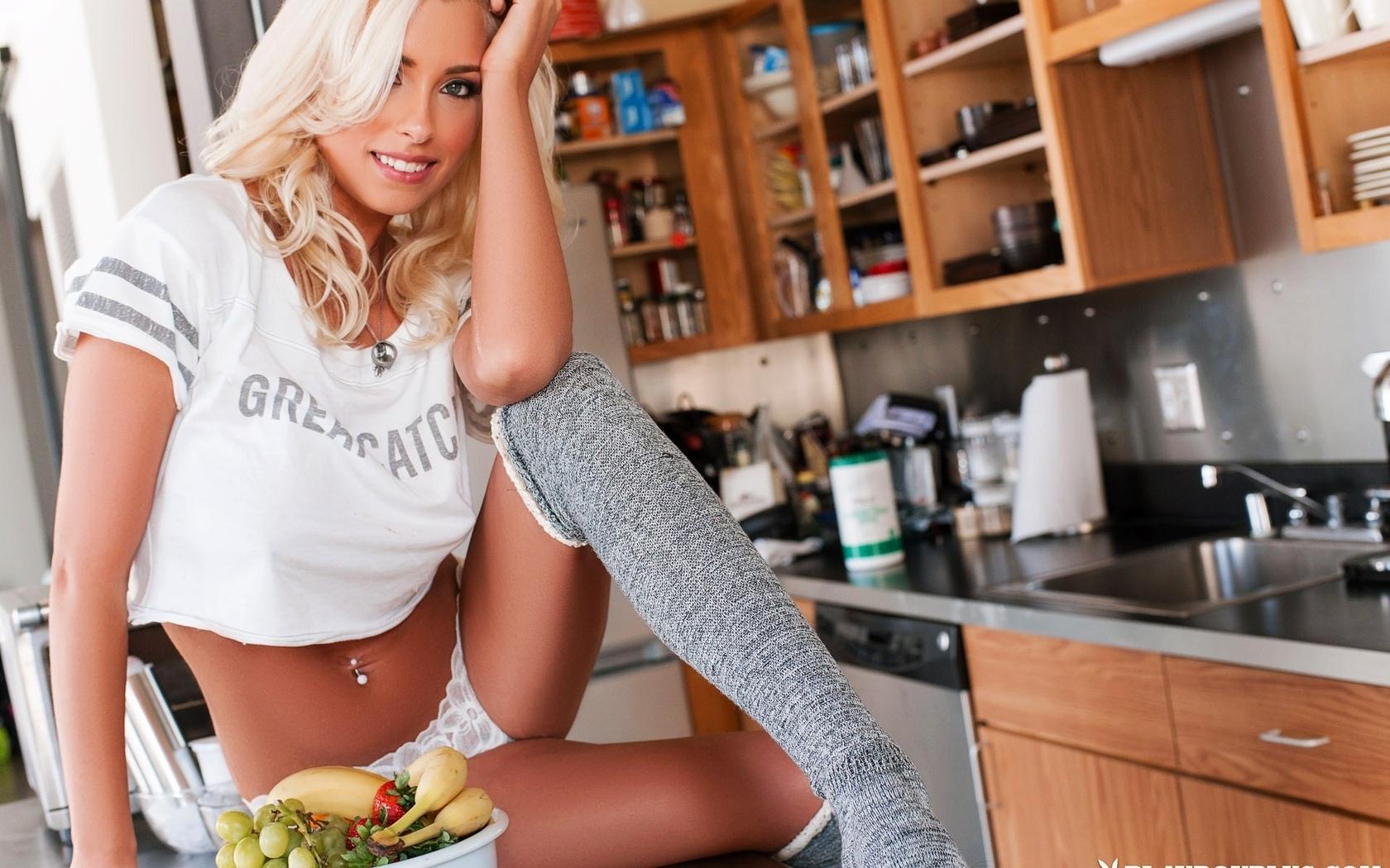 alissa arden, плейбой, модель, блондинка, кухня, чулки, трусики, не ню