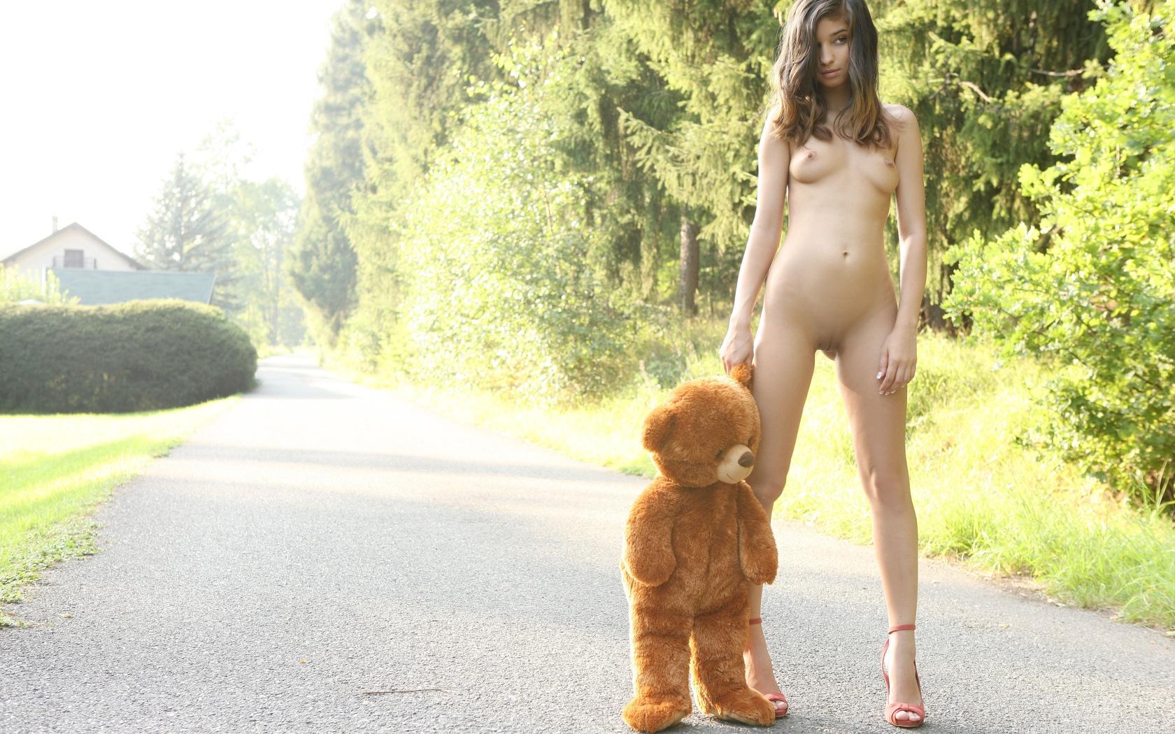 медведь, модель, 4, брюнетка, natalia lobo, бритая киска, киска, сиськи, грудь, длинные ноги, девушки