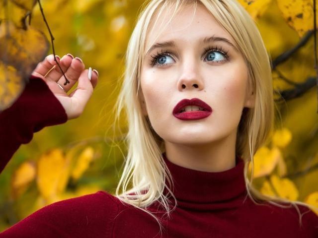 женщины блондинка, лицо, портрет, kрасная помада, голубые глаза, листья