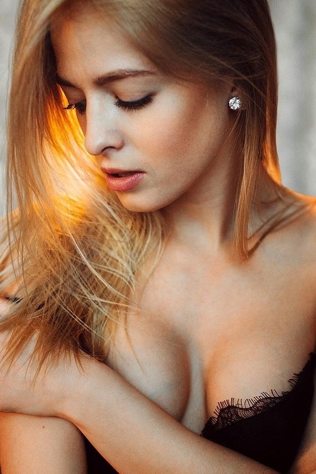 женщины, блондинка, портрет, черное белье, закрытые глаза, сиськи, евгений горохов, скрестив руки на груди