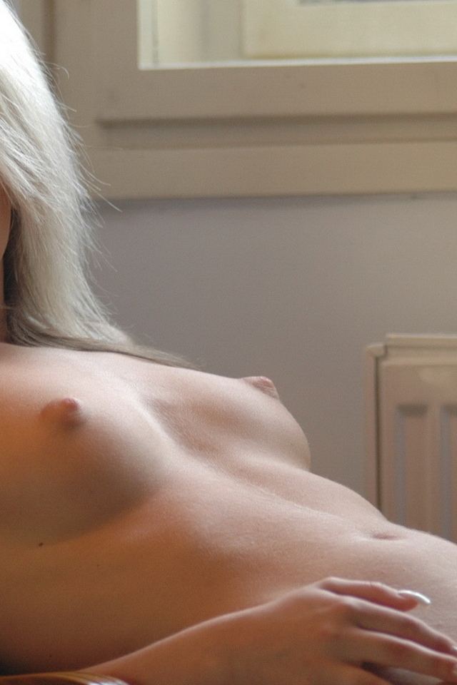 блондинка, взгляд, красивая грудь, красотка, на стуле, секси, тело