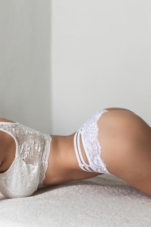 женщины, белое белье, жопа, согнувшись, футов в воздухе, брюнетка, стена, в постели